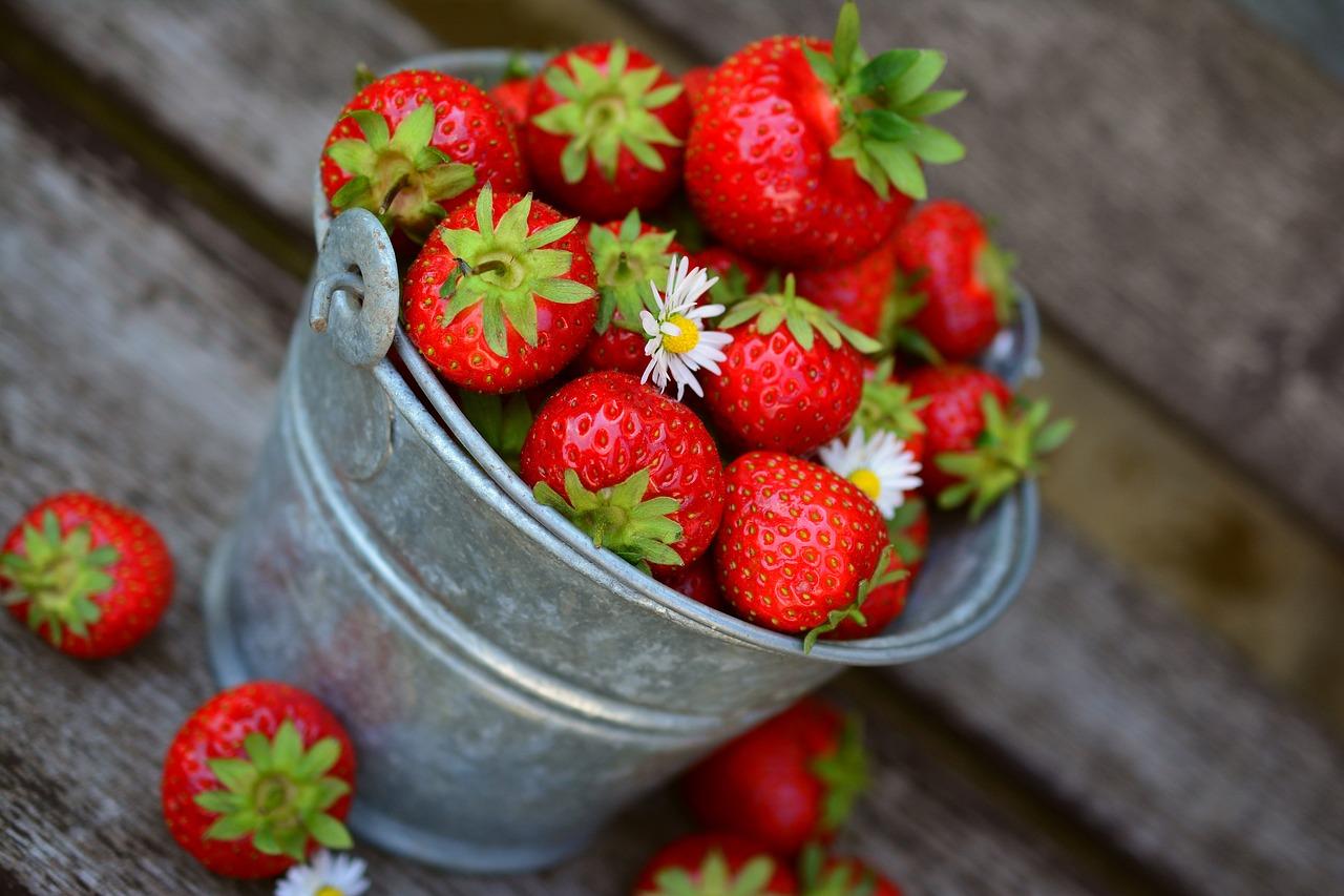 Sezon na truskawki rozpoczęty! Dowiedz się, dlaczego to samo zdrowie!